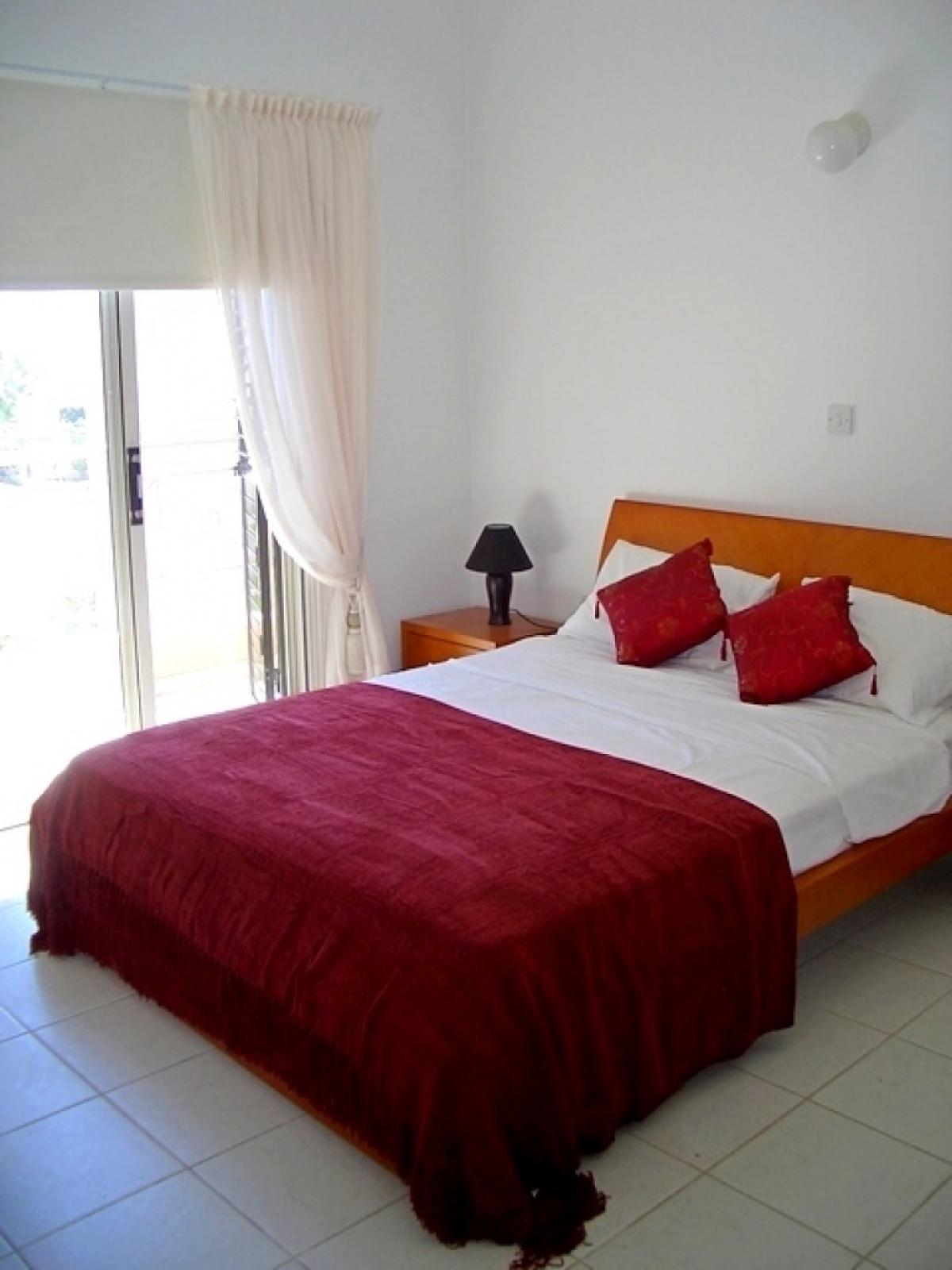 Residential Villa - 3 B/R Villa in Peyia
